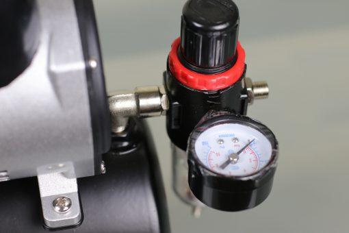 Airbrush Kompressor mit 3 Liter Druckbehälter und Ein-Aus-Dauer Schalter Manometer Detail
