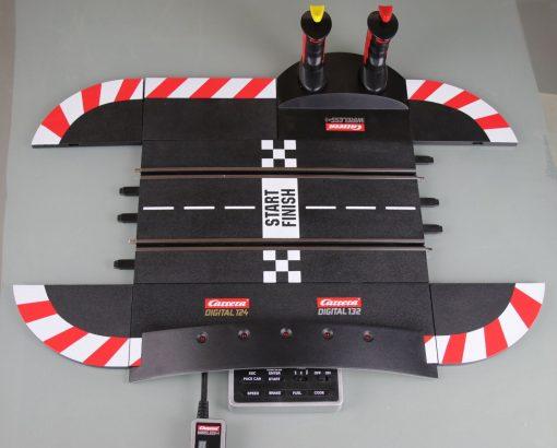 Carrera Digital 124-132 Control Unit mit zwei Wireless Controllern