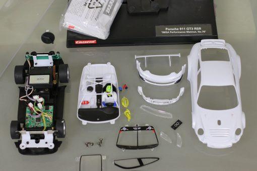 Carrera Digital 124 Porsche 911 GT3 RSR mit Rohkarossiere Whitebody