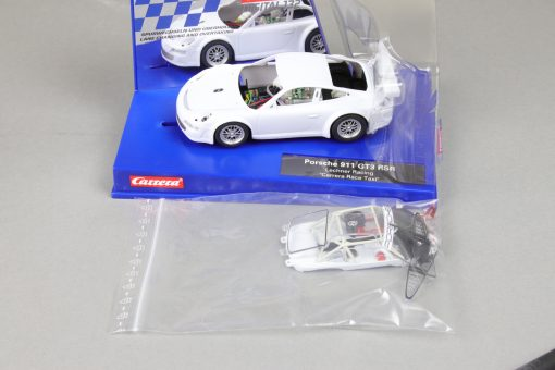 Carrera Digital 132 Porsche 911 GT3 RSR mit Rohkarossiere Whitebody Box offen