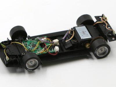 Fahrwerk mit Decoder BMW M1 Procar Carrera Digital 124 - silberne Felgeneinsätze