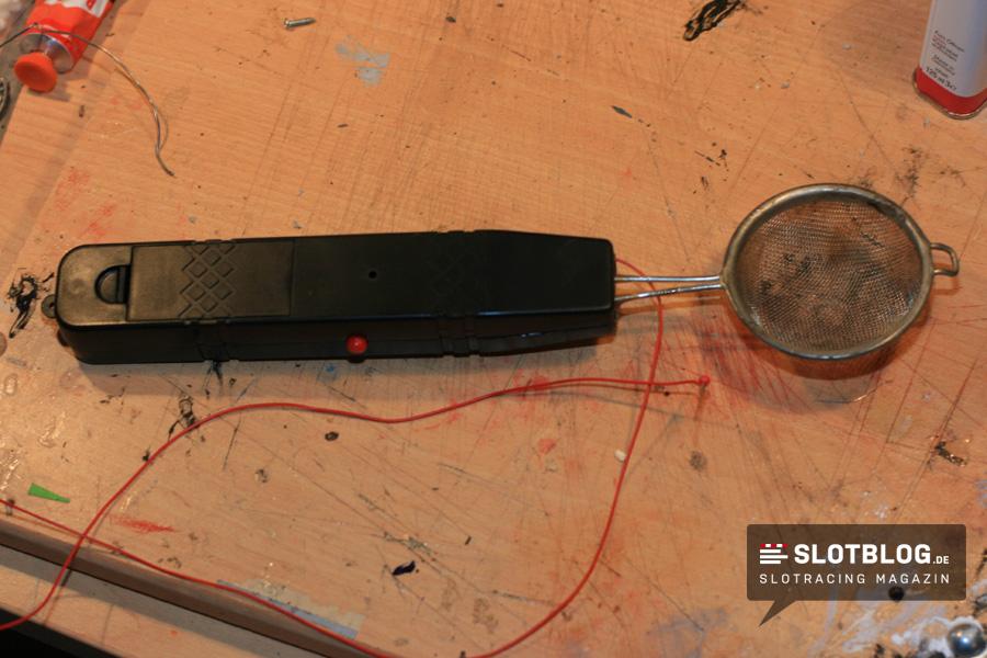 Grasstreuer aus einer elektrischen Fliegenklatsche bauen