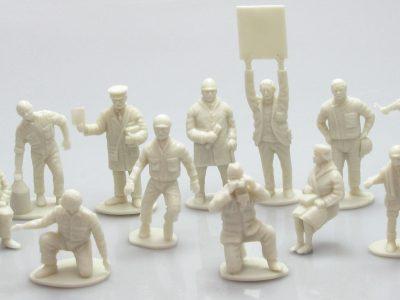 MRRC Figuren für die Autorennbahn - 12 Figuren in 1 32