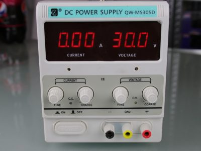 Regelbares Labornetzteil 0-30V 0-5A Zubehör