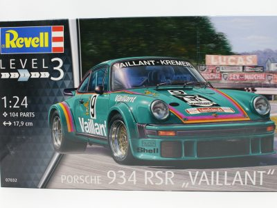 Revell Porsche 934 RSR Vailant 124 - 07032