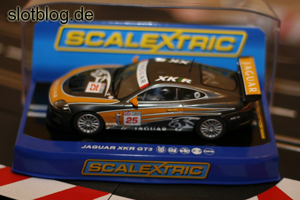 Scalextric Jaguar XKR GT3 auf Carrera Digital