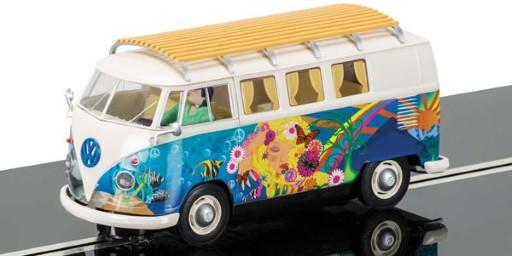 VW Camper in der Hippie-Version  C3761
